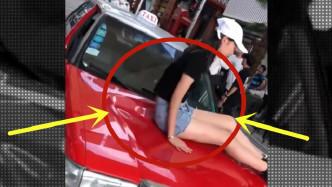 这就是不买丰田的原因,小姐姐起身那刻,我笑了!