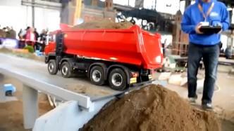 玩具车:大货车升顶卸泥土 网友:这升顶的速度有点慢