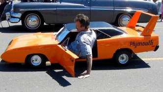 世界上最迷你的汽车,车高仅60厘米,想开车都得躺着