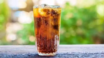 老外用显微镜看可乐,放大200倍后再也不敢喝