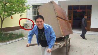 看看刘强东的老家豪宅,再看看郭广昌的老家豪宅,网友:这差距?