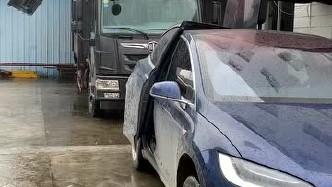 员工不想装车,下大雨会淋湿,老板:不,你想装车,淋不湿