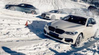 奔驰宝马奥迪同时爬雪坡,都是轿车,差距咋就这么大呢?