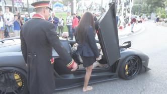 酒店门口停了一辆兰博基尼,副驾驶上车的瞬间,保安彻底懵了!