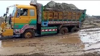不仅开拖拉机开挂,就连大货车也不会轻易放过