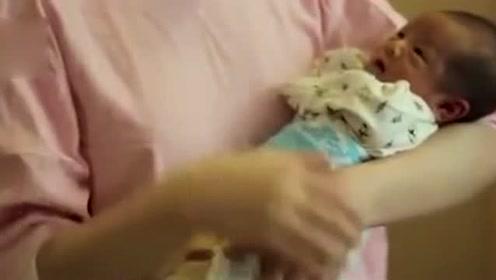 你知道新生婴儿如何抱才安全吗 ?偷拍专业护士