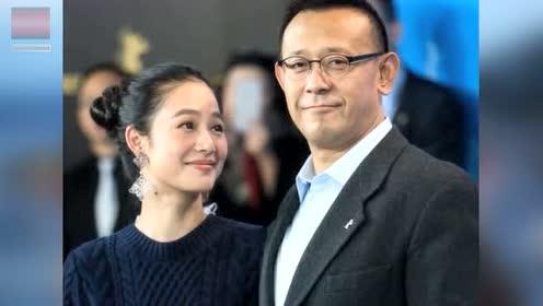 53岁的姜文和38岁的妻子周韵近照,像父女一样,两儿子超可爱