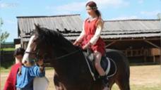 《旅途的花样》中林志玲一听说要骑马,眼泪汪汪的样子好让人心疼