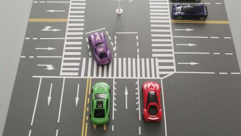 """危险!321国道一三岔路口红绿灯""""罢工"""" 交通路况混乱"""