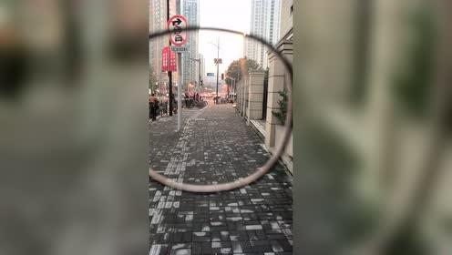 近视眼的世界 感受一下    全球热门搜罗的秒拍视频