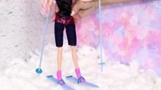 芭比娃娃DIY,给芭比娃娃做一个雪橇,她可以去滑雪了,好开心啊!