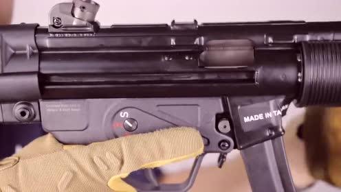 自带消音器的MP5SD冲锋枪,采用BB弹供弹射击实测!