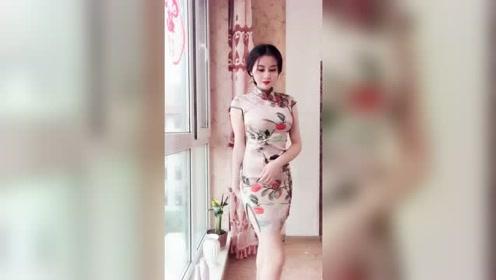皮肤白皙的美女晒自拍,一身旗袍气质优雅,真是太美了!