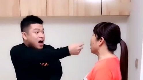 儿子给媳妇买个戒指,去母亲面前显摆,东北母亲下手是真狠啊!