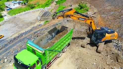 挖机工程车压路山顶工作视频