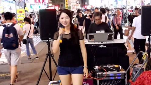 街头艺人安娜歌唱《冲动的惩罚》