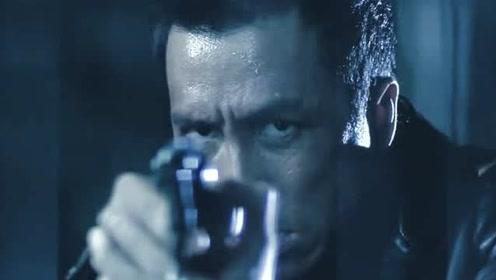 匕首已在小伙脖子上,条子为何不开枪?躲在暗处的小伙太嚣张