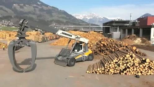 满满一车的原木,运到木材厂是如何卸下来的,看了这个视频明白了