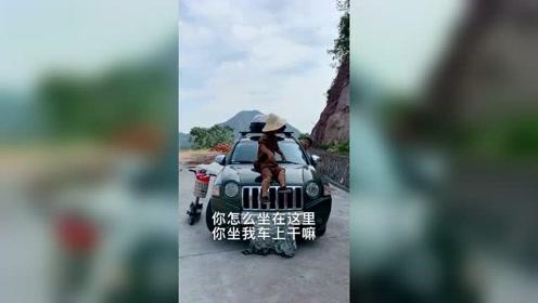 人家拍个视频,又不会弄坏你的车,大惊小怪的,真的是,小气