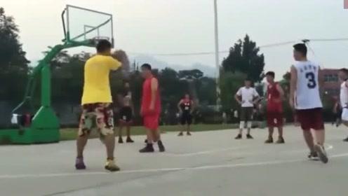 """南方民间篮球场现""""尼克杨"""",这技术放在CBA什么水平"""