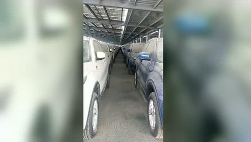 这是哪个土豪的车库?废弃了上千辆汽车,太败家了!