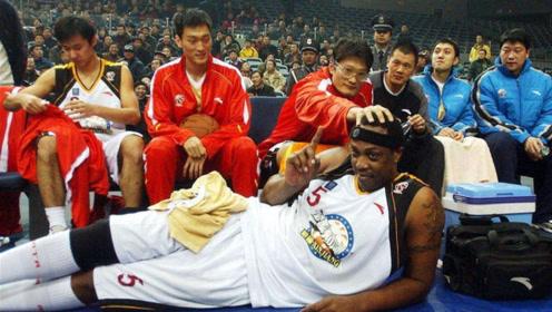 首位在中国退役球衣,CBA历史第一外援积臣,现在生活如何?