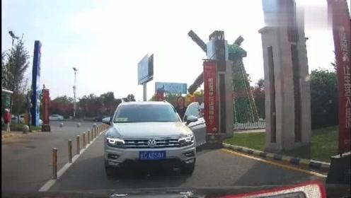 实拍,路怒症!这女司机真是高手,不是有视频,真不相信还能这样逆行!