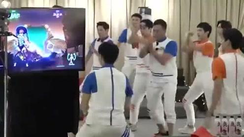 王耀庆胡军杨洋集体跳《酒醉的蝴蝶》太好笑了