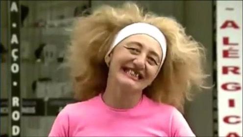 恶作剧:美女搞笑整蛊路人,转眼间成了丑八怪