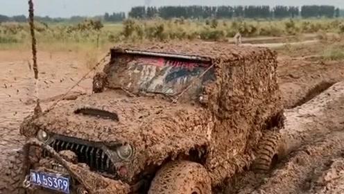 玩车三分钟洗车三个小时,看完眼前的这一幕,你还打算开爱车去越野嘛?