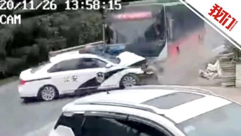 四川泸州一公交车撞上警车瞬间曝光:过弯时冲入对向车道迎面相撞