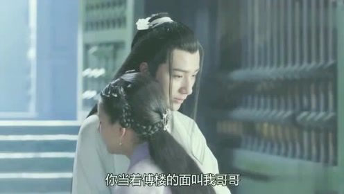 男子用手搂住了穿越女,看到是他,穿越女喜极而泣与他相拥而抱