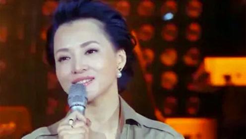 央视一姐董卿含泪演唱《当你老了》,这是被主持耽误的歌手呀!