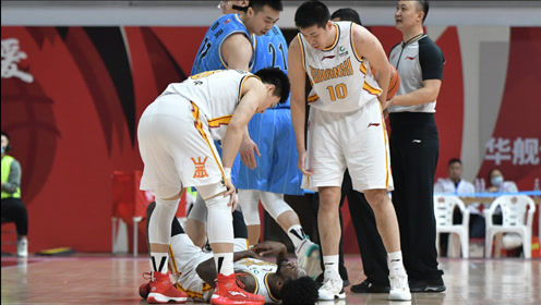 王骁辉再度伤人!3双王富兰克林被撞倒地不起,CBA恶人还不道歉?