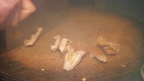 包立春修车,桃子姐妈妈来做客,做两盆肥肠鸡,香脆嫩滑,真美味