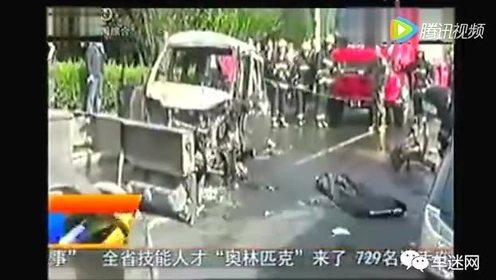 车祸现场丈夫瞬间推开妻子 自己被活活烧死