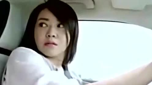 小总裁抱怨女司机开车慢 女司机可不惯他臭毛病