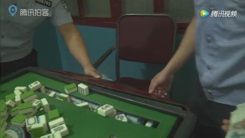 实拍收缴麻将机赌博游戏机 挖掘机集中碾压销毁
