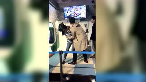 美女玩VR眼镜游戏集锦,太搞笑了!