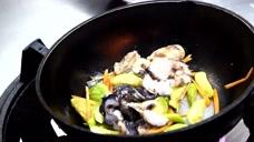 日本海鲜市场现场加工漂亮蛤蜊,直接做成精致小炒,这味道才是鲜美