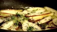 戈登制作香煎猪排配菊苣沙拉,这道荤素搭配的美食真是太赞了