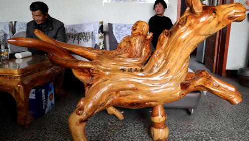 农村老人爱好根雕,用崖柏根雕《金马送佛》,大家看看值钱吗?