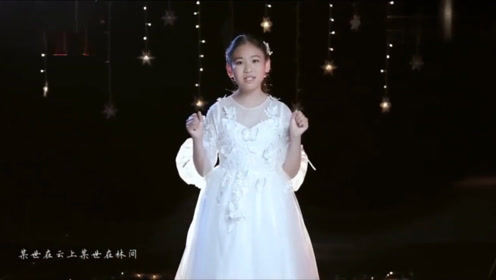 10岁女孩翻唱《左手指月》,一开口头皮发麻,高