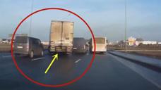 货车神反应化险为夷,要不是视频拍下,谁会相信这一切!