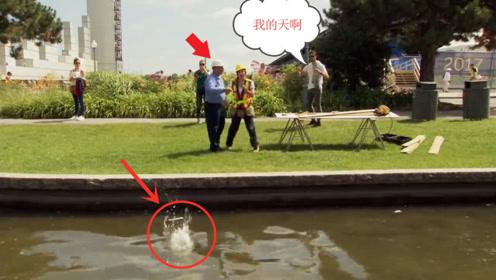 美女借路人电话后扔进水里,路人会是啥反应?国外恶搞不要太好笑