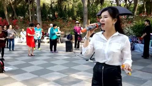 街头艺人小红歌唱《今世有缘》