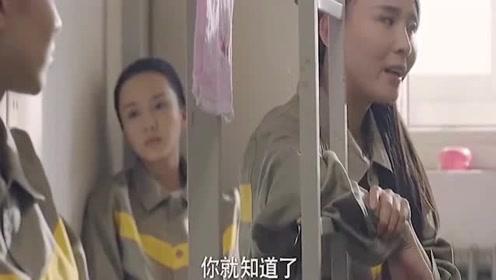 女孩在学校被恶霸欺负,本以为是不敢反抗,不料后面的做法太解气