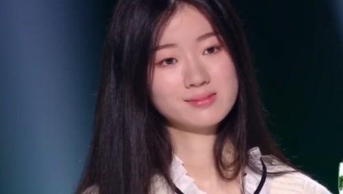 单依纯 两年前《我想和你唱》节目里和李健一起合唱过绒花,这也太巧了