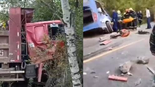 吉林公交车与重型货车相撞致2死16伤 车身变形玻璃全碎 场面揪心