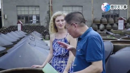外国女孩见证绍兴母子酱油的手工制作过程,中国美食文化令她赞叹